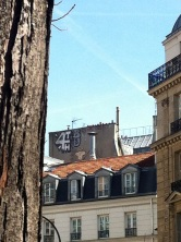 © Holygochète - chat perché boulevard Ménilmontant