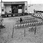 © DOISNEAU - Naufragé solitaire - Chalkwell beach