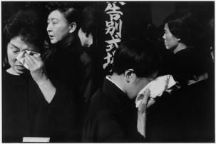 © Henri Cartier-Bresson/Magnum Photos - Funérailles d'un acteur de Kabuki, Japon, 1965.